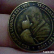 Militaria: TED BAKER 1988 LONDON MEDALLA MONEDA TOKEN EAST WEST TED IS THE BEST 2,5 CMS. Lote 226624500