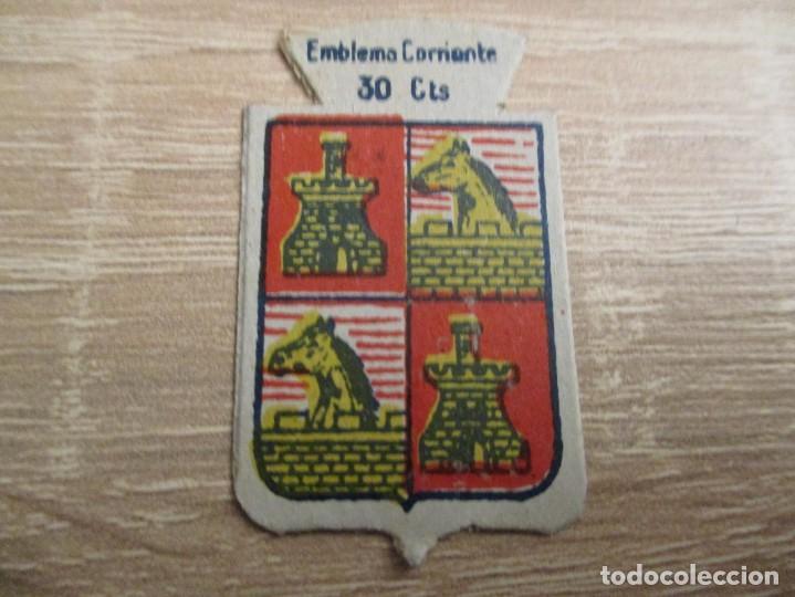 AUXILIO SOCIAL EMBLEMA 30 CTS. SERIE: X.- Nº 45.- MEDINA DE RIOSECO. (CATALOGADO) (Militar - Insignias Militares Españolas y Pins)