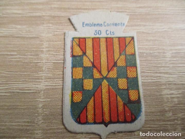 AUXILIO SOCIAL EMBLEMA 30 CTS. SERIE: X.- Nº 54.- BALAGUER. (CATALOGADO) (Militar - Insignias Militares Españolas y Pins)