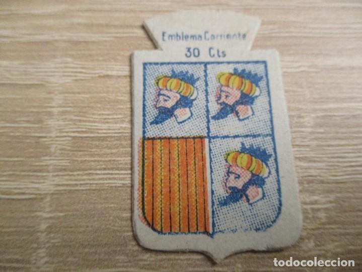 AUXILIO SOCIAL EMBLEMA 30 CTS. SERIE: X.- Nº 55.- CASPE. (CATALOGADO) (Militar - Insignias Militares Españolas y Pins)