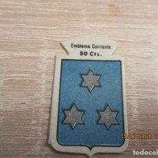 Militaria: AUXILIO SOCIAL EMBLEMA 30 CTS. SERIE: B.- Nº 235.- AYNZON. (CATALOGADO). Lote 235202415