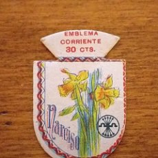 Militaria: EMBLEMA AUXILIO SOCIAL, CORRIENTE 30 CTS, NARCISO. Lote 235536440
