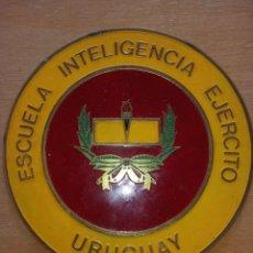 Militaria: INSIGNIA ENCHAPADA Y ESMALTADA DE LA INTELIGENCIA DEL EJERCITO DE URUGUAY. Lote 237205815