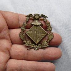 Militaria: ANTIGUO EMBLEMA POLICIA BARCELONA. Lote 243207100