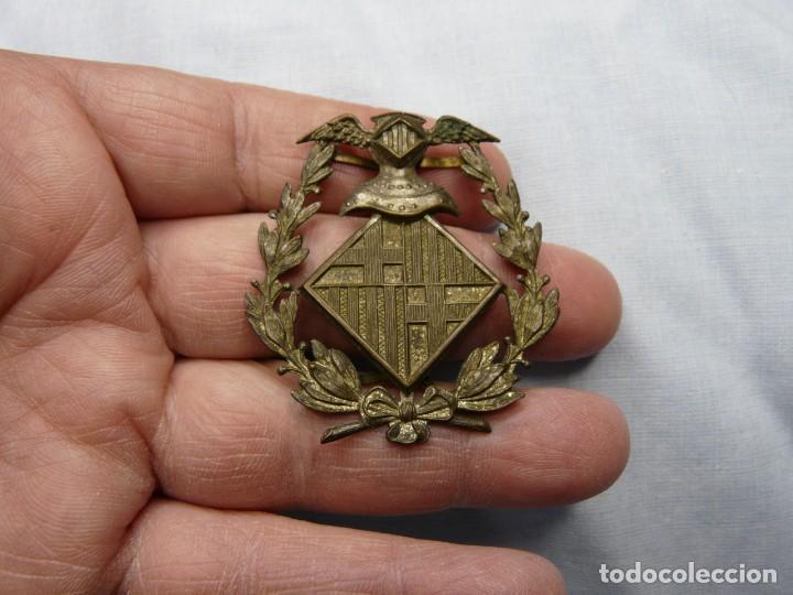Militaria: ANTIGUO EMBLEMA POLICIA BARCELONA - Foto 2 - 243207100