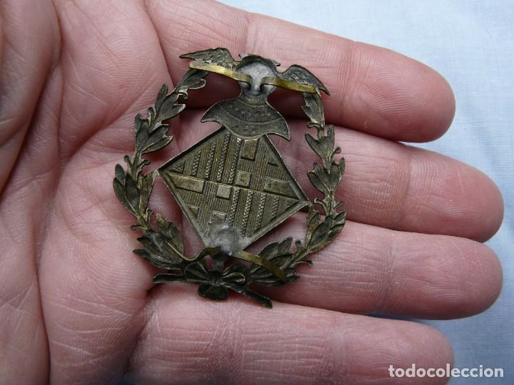 Militaria: ANTIGUO EMBLEMA POLICIA BARCELONA - Foto 3 - 243207100