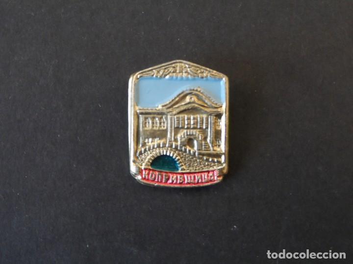 INSIGNIA КОПРИВЩИЦА - KOPRIVSCHITSA.CIUDADES DE BULGARIA. SIGLO XX (Militar - Insignias Militares Internacionales y Pins)