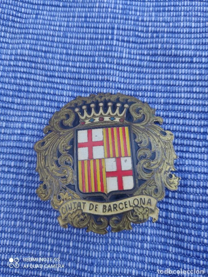 PLACA INSIGNIA.CIUTAT DE BARCELONA.EPOCA DE FRANCO (Militar - Insignias Militares Españolas y Pins)