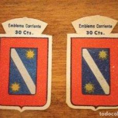 Militaria: 2 EMBLEMAS AUXILIO SOCIAL, CORRIENTES. SERIE B, Nº 68, LARRIGUREN, CON Y SIN RELIEVE.. Lote 245122055