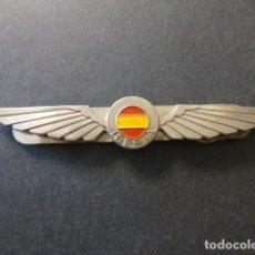 Militaria: IBERIA PIN CON ALAS Y BANDERA. Lote 248506440