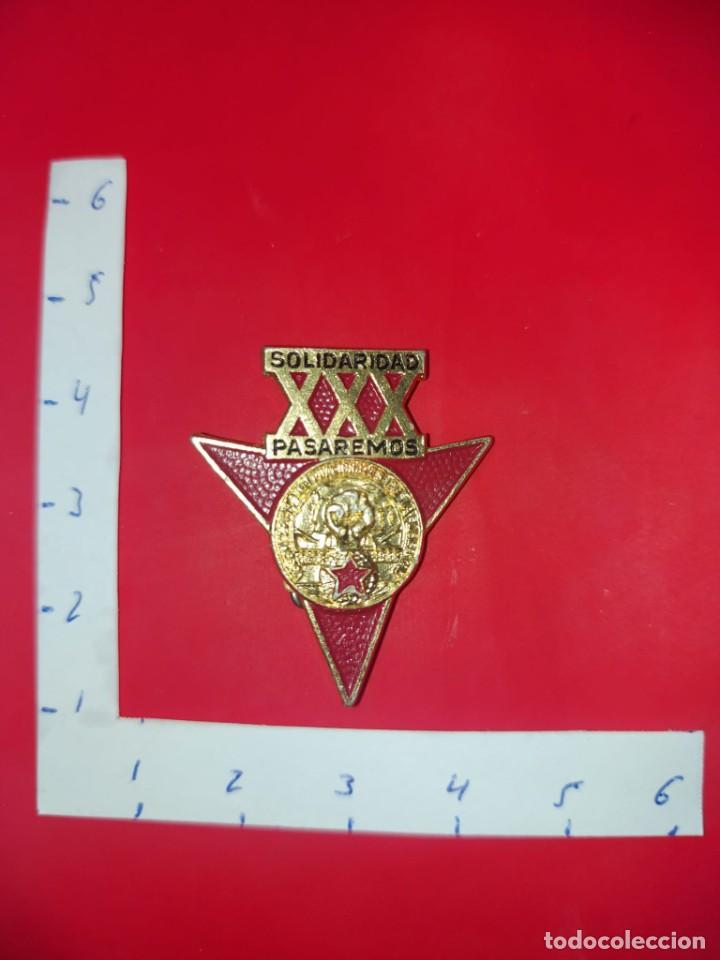 INSIGNIA SOLAPA 30º ANIVERSARIO BRIGADAS INTERNACIONALES ESPAÑOLAS. (Militar - Insignias Militares Internacionales y Pins)