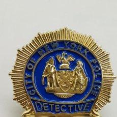 Militaria: REPLICA PLACA POLICIA NUEVA YORK, DETECTIVE, NUMEROS FIJOS, CON PINZA. Lote 253631850