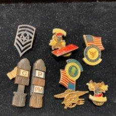 Militaria: LOTE DE PINS AMERICANOS ORIGINALES, TODO LO QUE SE VE. Lote 253642150