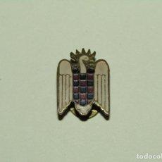 Militaria: ANTIGUA INSIGNIA PARA OJAL EN LATÓN ESMALTADO DEL FRENTE DE JUVENTUDES. Lote 253798310