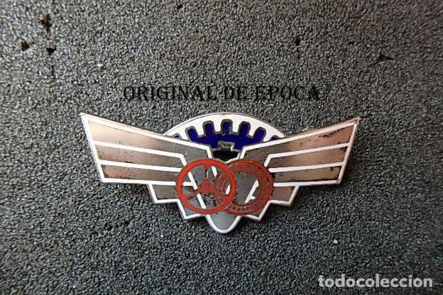 (JX-210407)DISTINTIVO EN PLATA DE ESPECIALISTA EN AUTOMOVILISMO. (Militar - Insignias Militares Españolas y Pins)