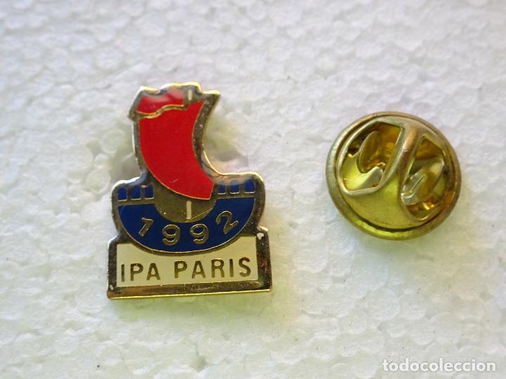 PIN POLICIAL. INTERNATIONAL POLICE ASSOCIATION IPA. ASOCIACIÓN INTERNACIONAL POLICÍA PARIS 1992 (Militar - Insignias Militares Internacionales y Pins)