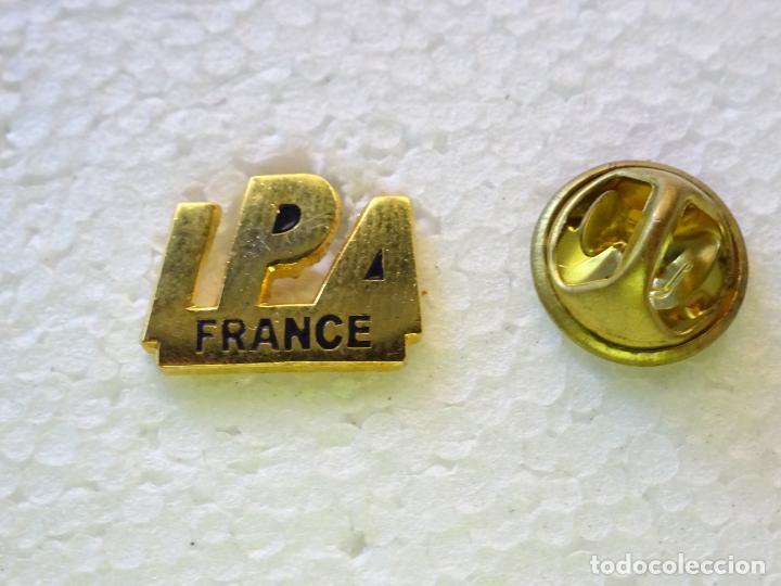PIN POLICIAL. INTERNATIONAL POLICE ASSOCIATION IPA. ASOCIACIÓN INTERNACIONAL POLICÍA. FRANCIA (Militar - Insignias Militares Internacionales y Pins)