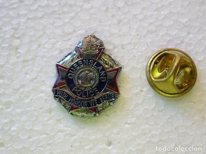 PIN POLICIAL. POLICÍA DE AUSTRALIA. PLACA DE QUEENSLAND POLICE (Militar - Insignias Militares Internacionales y Pins)
