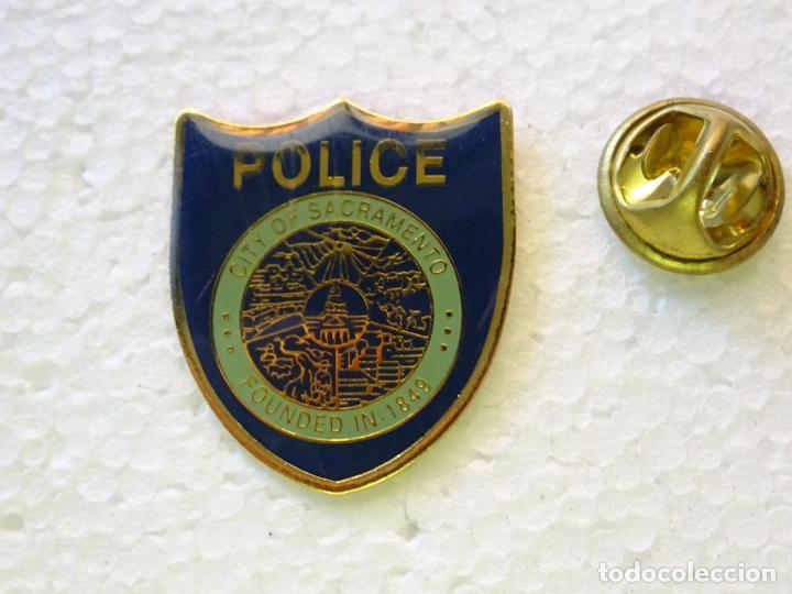 PIN POLICIAL. POLICÍA DE ESTADOS UNIDOS. CITY OF SACRAMENTO PLACA ESCUDO (Militar - Insignias Militares Internacionales y Pins)