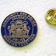 Militaria: PIN POLICIAL. POLICÍA DE CANADÁ. CALGARY POLICE. ESCUDO PLACA. Lote 257334595