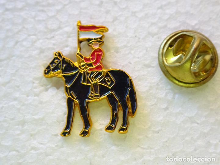 PIN POLICIAL. POLICÍA DE CANADÁ. AGENTE DE LA GUARDIA MONTADA CANADIENSE (Militar - Insignias Militares Internacionales y Pins)