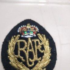 Militaria: INSIGNIA - GALLETA DE GORRA DE LA RAF - REAL FUERZA AÉREA BRITÁNICA. Lote 261184525