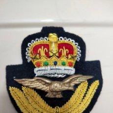 Militaria: INSIGNIA - GALLETA DE GORRA DE LA RAF - REAL FUERZA AÉREA BRITÁNICA. Lote 261184735