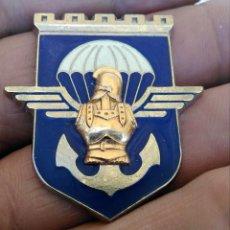Militaria: INSIGNIA ESMALTADA PARACAIDITA EJERCITO FRANCES , PARACHUTISTAS REGIMIENTO IDENTIFICAR. Lote 261959395