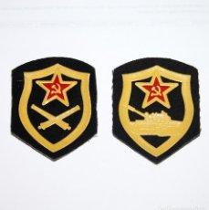 Militaria: PARCHES MILITARES DE TELA DE LA UNIÓN SOVIETICA - TROPA ACORAZADA Y ARTILLERIA. Lote 225847790