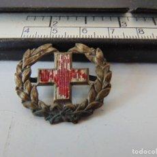 Militaria: EMBLEMA DE GORRA O SIMILAR DE SANIDAD CRUZ ROJA. Lote 262270990