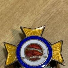 Militaria: PIN OJAL GALGOS OLIMPIADAS CAMPEONATOS MILITAR ESMALTES CRUZ DORADA 18MM. Lote 262453985