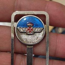 Militaria: EJERCITO AIRE MARCAPÁGINAS LOGO HELICE ALADA BAJO CORONA 5,5 CMS ALTO. Lote 267811634