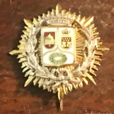 Militaria: PLACA MINIATURA INSIGNIA DE SOLAPA DE FISCAL DE LA COMUNIDAD DE MADRID, REALIZADA EN PLATA Y BAÑO DE. Lote 269211843