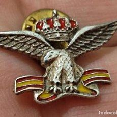 Militaria: AGUILA BANDERA ESPAÑA BAJO CORONA MILITAR EJERCITO AIRE O SIMIAR PIN PINCHO 2,8 CM ANCHO. Lote 269280553