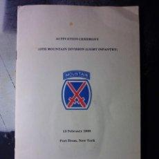 Militaria: FOLLETO DE ACTIVACION DE LA 10ª DIVISION DE INFANTERIA US ARMY CON INSIGNIA DE 1986. Lote 269284968