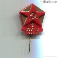 Militaria: REPÚBLICA SOCIALISTA DE CHECOSLOVAQUIA. INSIGNIA DE SOLAPA DEL 1º DE MAYO DE 1954.. Lote 269359203