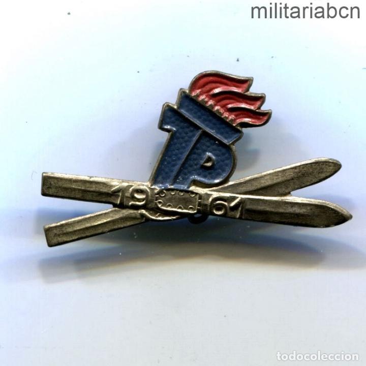 DDR REPÚBLICA DEMOCRÁTICA ALEMANA. INSIGNIA DE JOVEN PIONERO ESQUIADOR JP JUNGEN PIONIERE. 1961 (Militar - Insignias Militares Internacionales y Pins)