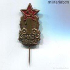 Militaria: REPÚBLICA SOCIALISTA DE CHECOSLOVAQUIA. INSIGNIA DE SOLAPA DEL 1º DE MAYO DE 1952.. Lote 269368203