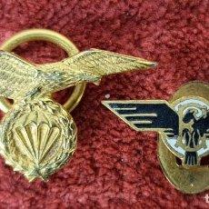 Militaria: PAREJA DE PINS. EJERCITO DEL AIRE. PARACIDISTAS. METAL DORADO Y ESMALTADO. SIGLOXX.. Lote 269620123