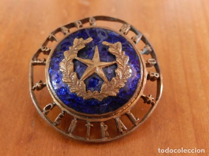 Militaria: Distintivo del Estado Mayor Central. Época de Franco. Numerado. - Foto 11 - 275900488