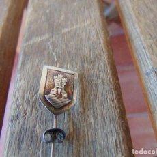 Militaria: PINS PIN DE ALFILER CASTILLO Y ESPADA. Lote 279442893