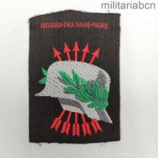 Militaria: INSIGNIA DE BRAZO DE EXCOMBATIENTES DE LA GUERRA CIVIL Y DE LA DIVISIÓN AZUL. FONDO NEGRO.. Lote 288458268