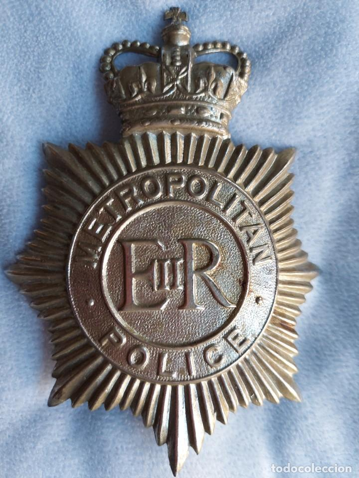Militaria: INSIGNIA DE CASCO DE BOBBY BRITANICO. METROPOLITAN POLICE. GRAN TAMAÑO. POLICIA DE LONDRES. - Foto 3 - 288466248
