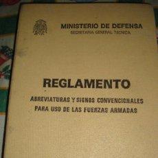 Militaria: LIBRO DEL MINISTERIO DE DEFENSA DE 1981, REGLAMENTO DE ABREVIATURAS Y SIGNOS CONVENCIONALES . Lote 31836452