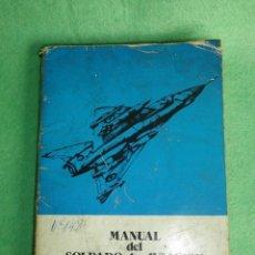 Militaria: CURIOSO ANTIGUO MANUAL SOLDADO DE AVIACIÓN ANGEL MARTINEZ BARROS 1978 4ª EDICIÓN COLECION VINTAGE. Lote 51462459