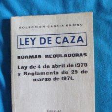 Militaria: 2 LIBROS LEY DE CAZA 4 DE ABRIL DE 1970 LEY 41/1975 DE BASES ESTATUTO REGIMEN LOCAL . Lote 57775098