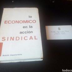 Militaria: LIBRO LO ECONOMICO EN LA ACCION SINDICAL. SINDICATO VERTICAL. FALANGE. TRANSICION. CNS. FALANGISTA.. Lote 77128470