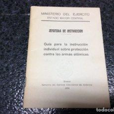 Militaria: GUÍA PARA LA INSTRUCCIÓN INDIVIDUAL SOBRE PROTECCIÓN CONTRA LAS ARMAS ATÓMICAS. ED. 1956 EJERCITO. Lote 117620640