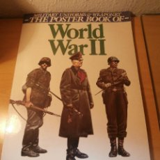 Militaria: LIBRO DE LAMINAS MILITARY UNIFORMS & WEAPONRY THE POSTER BOOK OF WORLD WAR II. Lote 103177875
