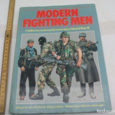 Militaria: MODERN FIGHTING MEN, UNIFORMS AND EQUIPMENT SINCE WORLD WAR II. 1982, UNIFORMES MILITARES EQUIPO. Lote 114668791
